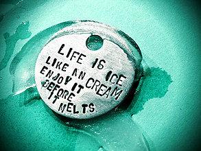 Kľúčenky - ..ručne razené prívesky na všetko možné aj nemožné ..S TEXTOM NA ŽELANIE - 4714916_