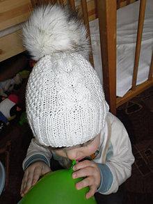 Čiapky - Detská čiapka s mega kožušinovým brmbolcom - 4734192_