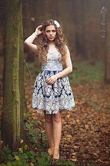 Šaty - Koktejlové šaty z tylovej krajky s krajkovou portou - 4740862_