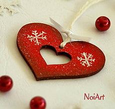 Dekorácie - Vianočná ozdoba SRDIEČKO červené, vločky - 4766333_