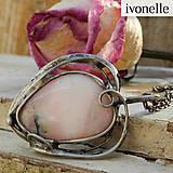 Náhrdelníky - Liek na boľavé srdce - Opál ružový, prívesok - 4778987_