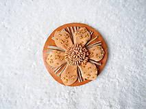 Odznaky/Brošne - Brošňa kožená, bombuľka lososová - 4790505_
