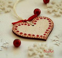 Dekorácie - Vianočná ozdoba SRDIEČKO biele bodkované - 4821971_