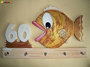 Dekorácie - Vešiak - zlatá rybka - 4821667_