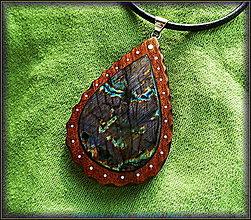 Náhrdelníky - 396. Drevený náhrdelník ORECH - LABRADORIT - 4823072_