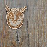 Odznaky/Brošne - Dřevěná brož Fox boss - 4822661_