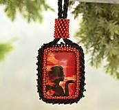 Náhrdelníky - Náhrdelník červený so ženou - 4831650_