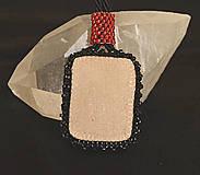 Náhrdelníky - Náhrdelník červený so ženou - 4831655_