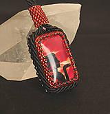 Náhrdelníky - Náhrdelník červený so ženou - 4831657_