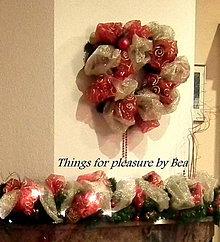 50014a2de Vianočná dekorácia - veniec Červeno zlatý 47 cm - 4838218_