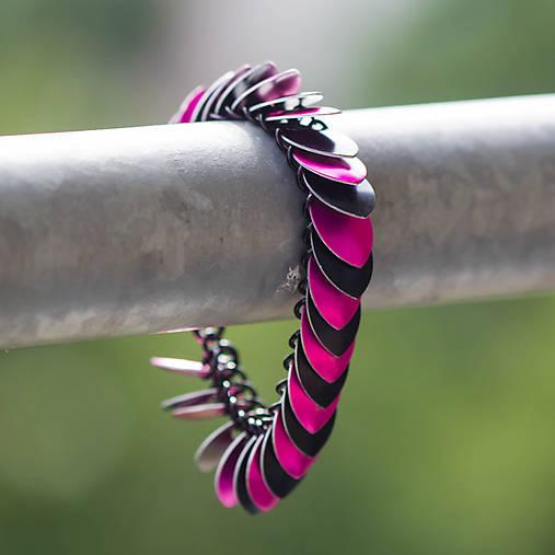 Šupináč Pink striped skunk - náramok