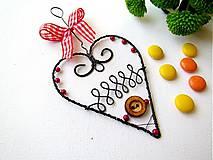 Dekorácie - ♥ s dreveným gombíkom - 4856874_