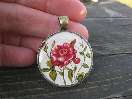 3a8e1d8a7 červená ruža s pukmi / bizuteriauni - SAShE.sk - Handmade Náhrdelníky