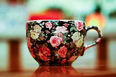 Nádoby - Šálka na čaj oválna 450ml - ruže čierna - 4863688_