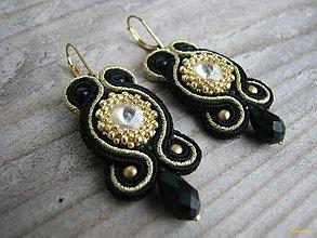 Náušnice - Soutache s obšitou rivoli (Čierno zlaté) - 4868688_