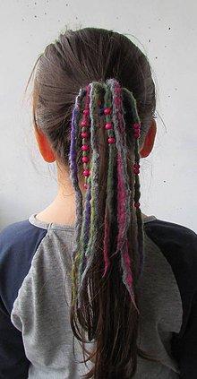 Ozdoby do vlasov - gumička s viacfarebným plsteným strapcom - 4874620_