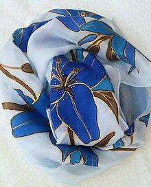 Šatky - Hodvábna šatka s modrými kvetmi - Modré ľalie - 4874571_