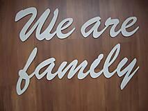 Tabuľky - Nápis We are family - 4878886_