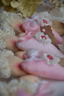 Dekorácie - Anjelik srdiečko ružové - 4893389_