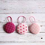 Gumičky do vlasov s buttonkami Ružové bodky