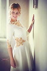 Šaty - Zlatá maľba na biele šaty... - 4942371_