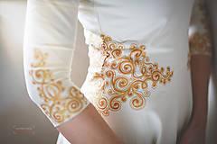 Šaty - Zlatá maľba na biele šaty... - 4942374_