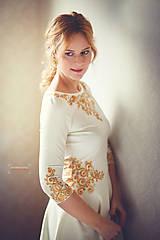 Šaty - Zlatá maľba na biele šaty... - 4942376_