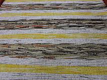 Úžitkový textil - Koberec hnedý so bielym a žltým pásom 160x73cm - 4945709_