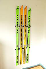 Nábytok - Vešiak zo starých lyží - 4964784_