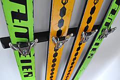 Nábytok - Vešiak zo starých lyží - 4964785_