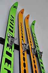 Nábytok - Vešiak zo starých lyží - 4964805_
