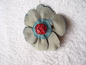 Odznaky/Brošne - Brošňa kožená, trhané kvieťa - 4969310_