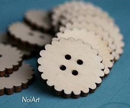 Materiál ručne robený - Gombík kvetinkový so štyrmi dierkami, 3 cm - 4975824_