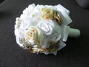 Kytice pre nevestu - svadobná kytica s brošňami - 4978193_