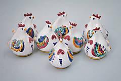 Dekorácie - Kvočna točená miniatura na špejli barevně malovaná - 4983837_