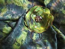 Šály - Ustlané na machu - Elegantný set- hodvábny šál + spona na hodváb - 4991430_