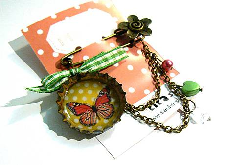 Brošňa s motýľom
