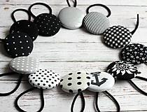 Gumičky do vlasov s buttonkami Čiernobiele veľa vzorov na výber