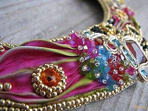 Náhrdelníky - Vyšívaný náhrdelník Cactus Fruit...Shibori - 5001891_