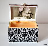Krabičky - Zamyslené dievčatko - 5024774_