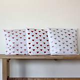 Úžitkový textil - Vankúše s ručne maľovanými srdiečkami - 5029176_