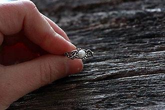 Prstene - Zásnubný prsteň s perlou - 5029578_