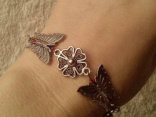 Náramok motýľovo-kvietkový.