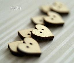 Materiál ručne robený - Gombíček SRDIEČKO 1,2 x 1,2 cm, dierky vedľa seba - 5043480_
