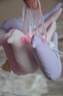 Dekorácie - Vtáčik v ružovom šate - 5040471_