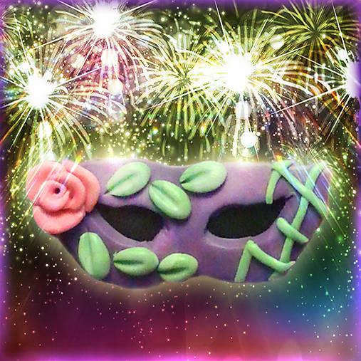 Škraboška - fialová s ružičkou NA ZÁKAZKU