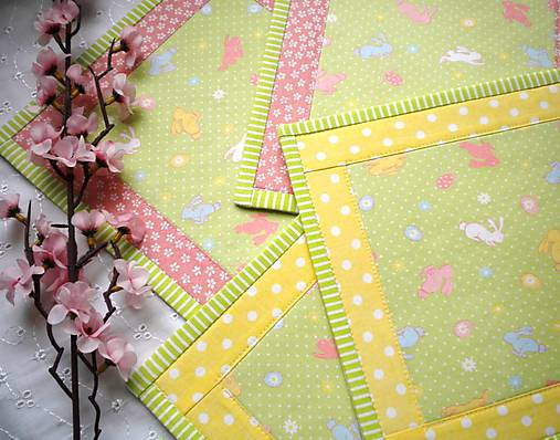 Úžitkový textil - Na zelenej lúke ...malé prestierky -  4 ks - 5059567_