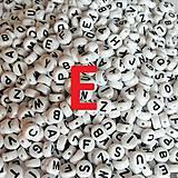 - Korálky písmeno E krúžky biele 6 mm - 5069684_