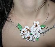 Náhrdelníky - white flowers - 5095939_