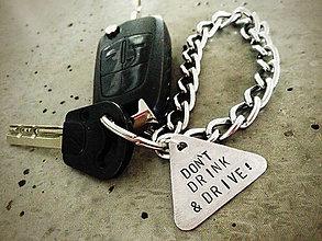 Kľúčenky - ..výstražný trojuholník pre šoféra / NEPI, KEĎ JAZDÍŠ - 5103599_